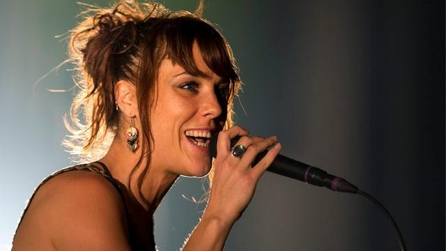 Die französische Sängerin Zaz am Eröffnungskonzert im Luzerner Saal.