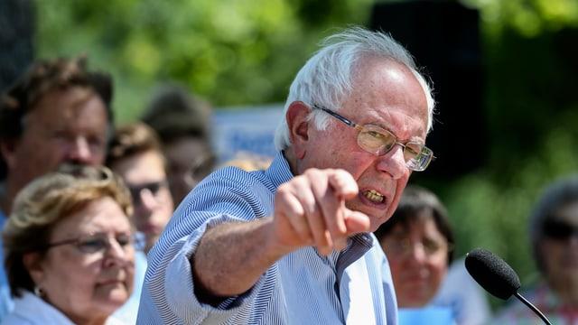 Der demokratische Senator Bernie Sanders hält eine Rede