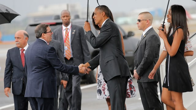 Obam schüttelt Rodriguez die Hand