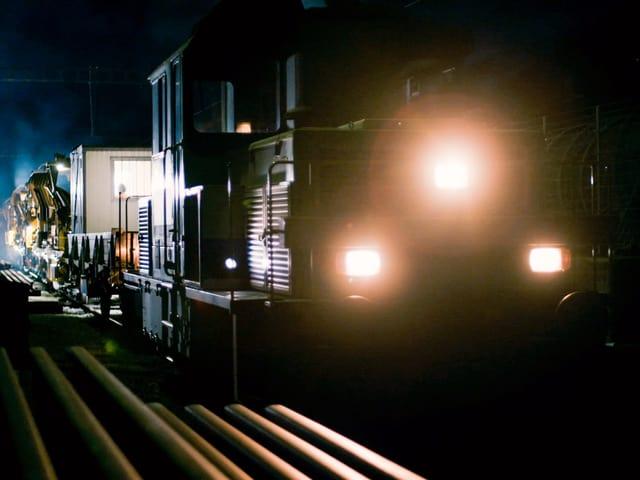 Güterzug in der Nacht.