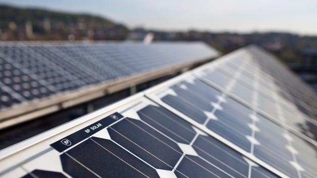 Solarpanels auf dem Dach der Swissmill in Zürich