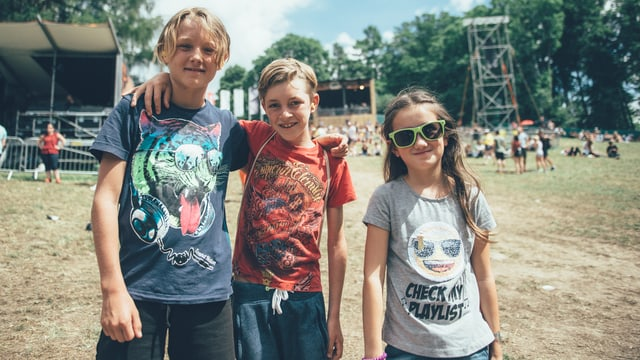 Miro (11 Jahre), Ilja (9 Jahre), und Babette (9 Jahre). Kennen keine der Bands am Gurtenfestival. Miro ist zwar Fan von Lo & Leduc, hat sie aber leider verpasst.