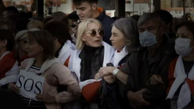 Natalia Hirsche an einer Demonstration in Minsk im September 2020. Wenig später wurde sie an dieser Stelle verhaftet.