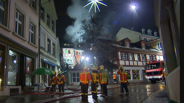 Feuerwehrleute in der Altstadt von St. Gallen.