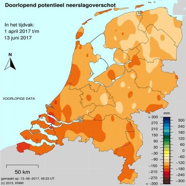 Eine Karte der Niederlande zeigt, in welchen Landesteilen wie viel Regen fehlt. Besonders trocken ist es im Westen und im Süden des Landes.