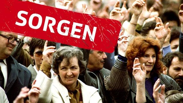 Die Landsgemeinde in Appenzell Innerrhoden: Die Menschen strecken die Hände in die Höhe.
