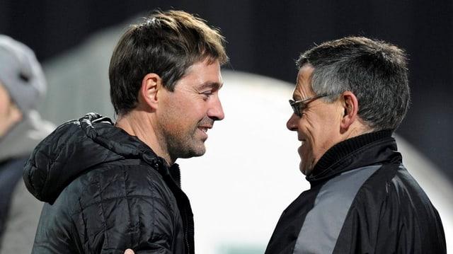 FC Aarau Trainer Rene Weiler und Sportkoordinator Urs Bachmann gratulieren sich