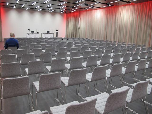 Aula mit 300 Sitzen