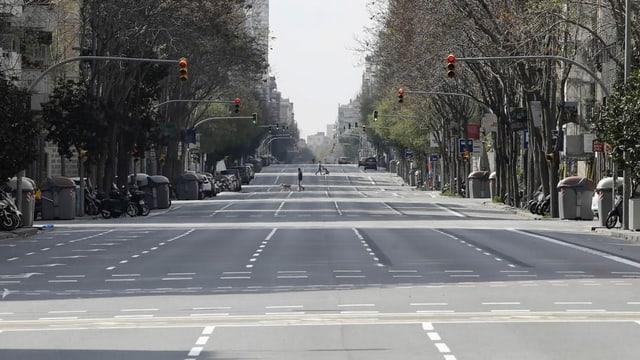 Eine nahezu menschenleere Strasse in Barcelona (Aufnahme vom 22.03.)