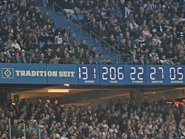 Stadionuhr im HSV-Stadion