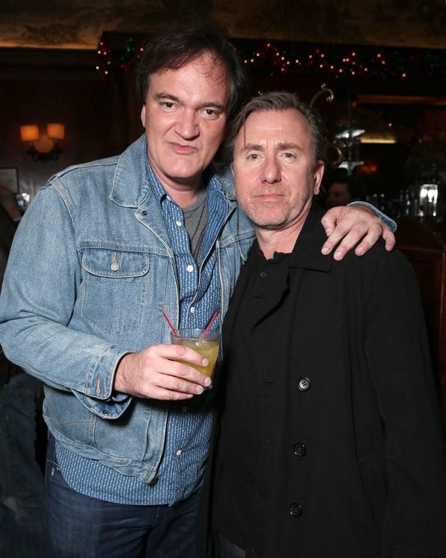 Tarantino und Roth schauen gemeinsam in die Kamera.