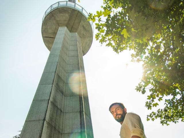 Hoch hinaus – Bligg spielt am 21. August ein exklusives, ganz-persönliches Akustik-Showcase in der Kanzel des Uetliberg-Sendeturms hoch über Zürich.