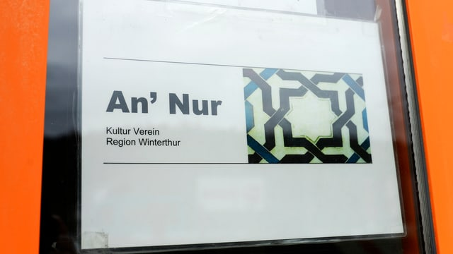 Ein Schild mit der Aufschrift An'Nur.