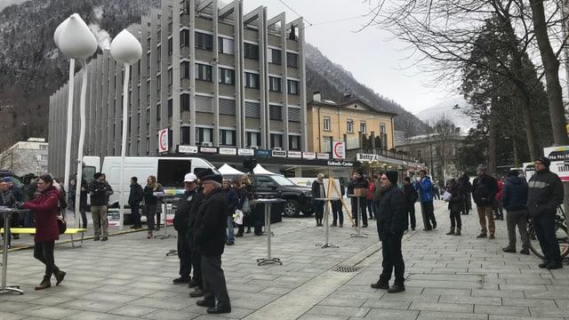 A las 10.00 ha la manifestaziun entschavì cun in public survesaivel.