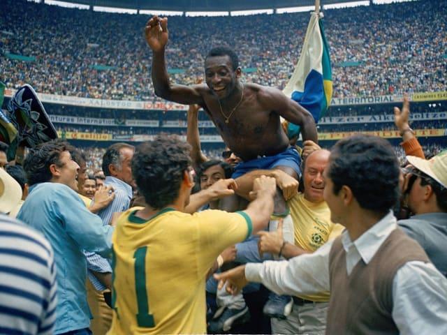 Pelé nach dem gewonnenen WM-Final gegen Italien 1970.
