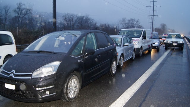 Mehrere kollidierte Autos auf der Autobahn A14.