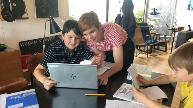 Sandra Boner mit ihren Söhnen Nelson (10) und Miles (9).