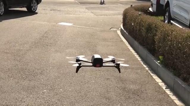 Eine Drohne in der Stadt