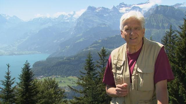 Andreas Moser steht vor Vierwaldstätter See