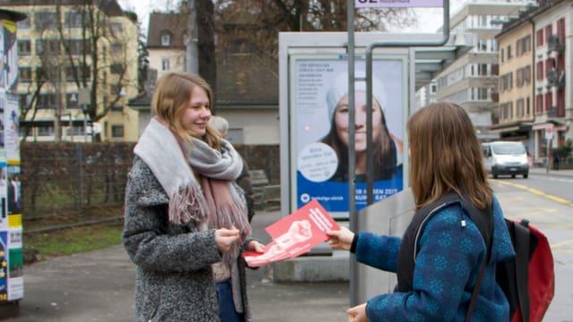 Nina Hüsser (Juso) im Wahlkampf