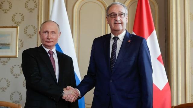 purtret da Putin e Parmelin che dattan il maun in a l'auter.
