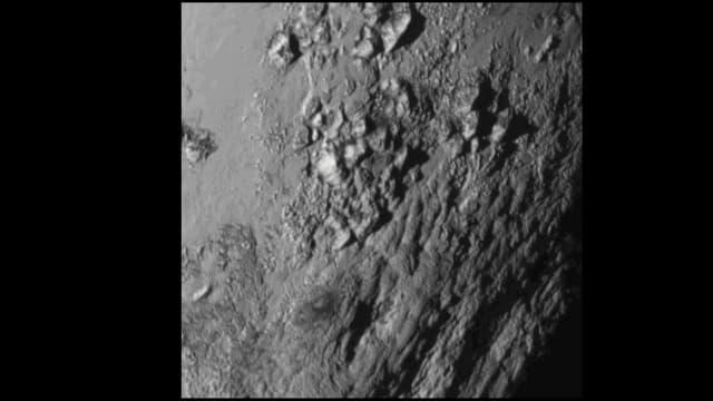 Animation mit verschiedenen Aufnahmen von Pluto