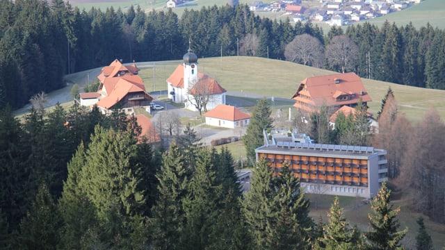 Ein Kloster in der Vogelperspektive.