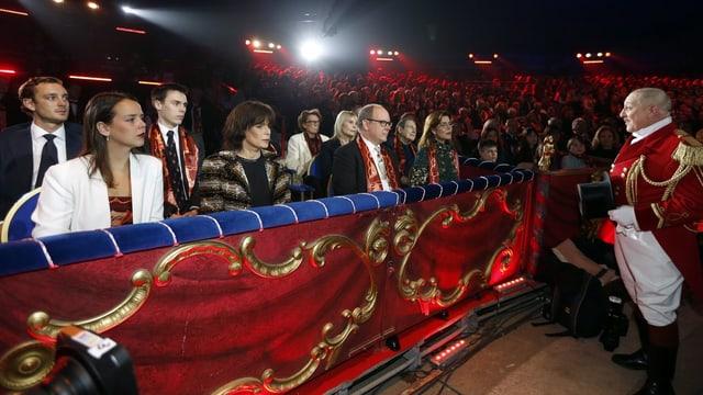 Pierre Casiraghi, Pauline Ducruet, Louis Ducruet, Prinzessin Stéphanie, Fürst Albert II von Monaco und Prinzessin Caroline von Hanover (L-R) in der Loge.