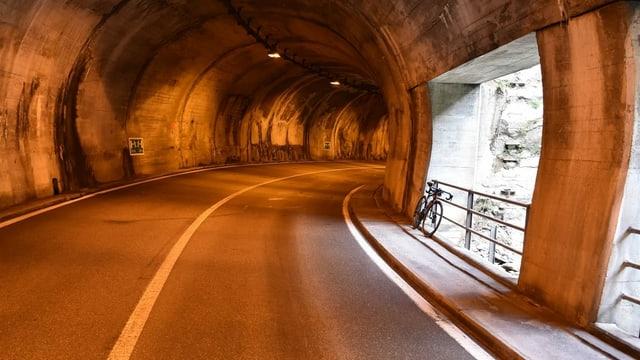 Tunnel sin la via dal Lucmagn.