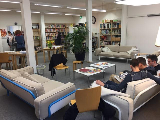 Sitzgruppe in Bibliothek