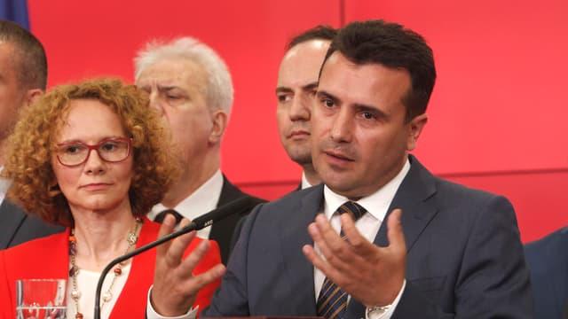 conferenza da medias, a dretga il primministers da la Macedonia, Zoran Zaev