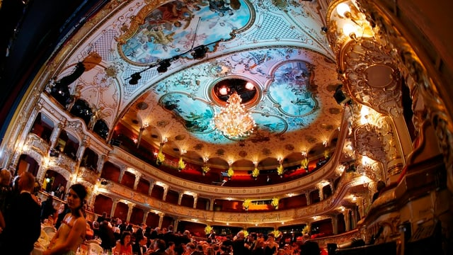 Festliche Stimmung im Zürcher Opernhaus: Erstmals bittet der neue Hausherr Andreas Homoki zum Tanz