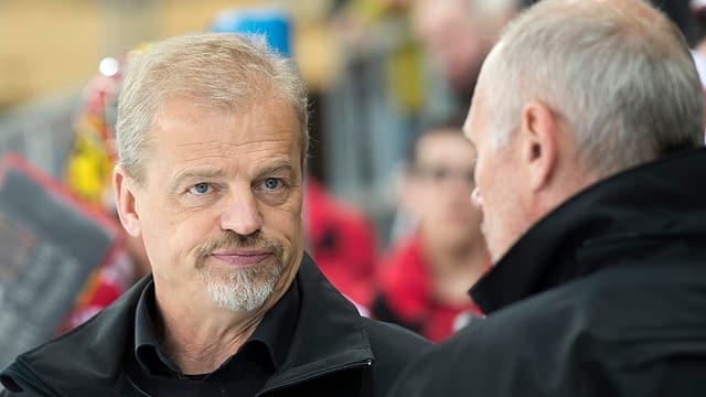 Bengt-Ake Gustafsson an der Bande, schaut zerknirscht.