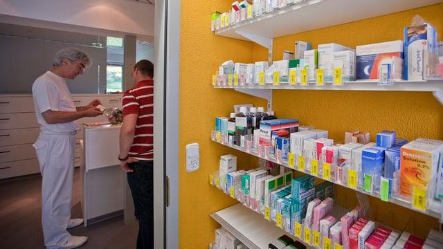 Medi da chasa prescriva in medicament ad in pazient.