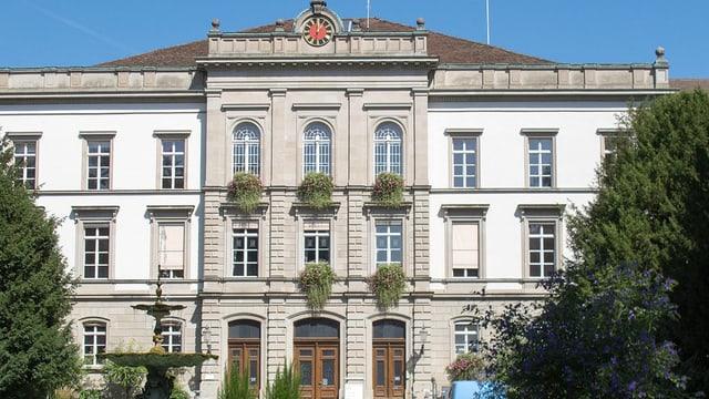 Fassade des Hauptgebäudes der Klinik Königsfelden