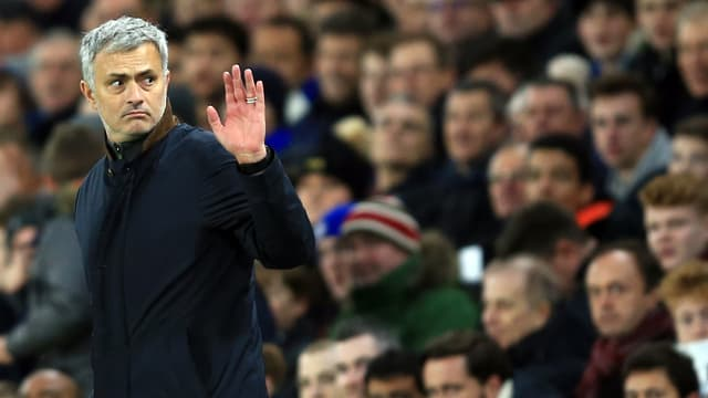 José Mourinho winkt in die Menge