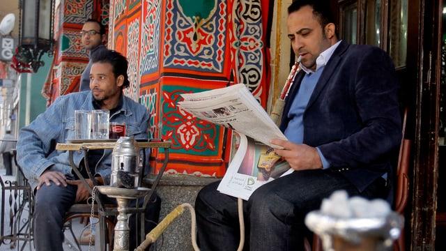 Zeitungsleser in Kairo.