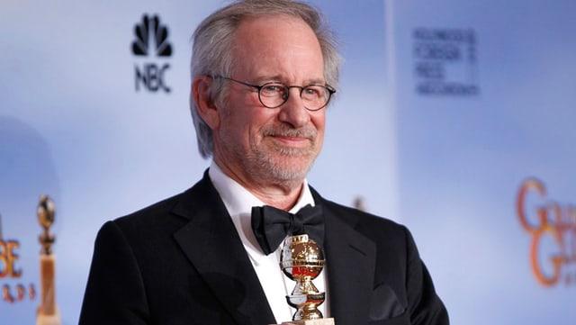 Regisseur Steven Spielberg mit einem Golden Globe im Januar 2012