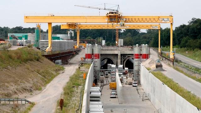 Baustelle mit den beiden Tunneleingängen.