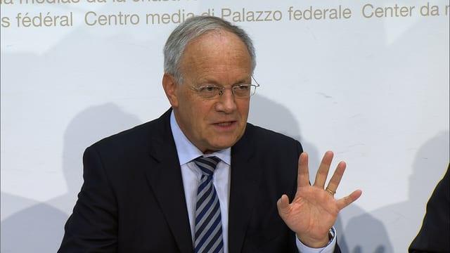 Johann Schneider Ammann an der heutigen Pressekonferenz