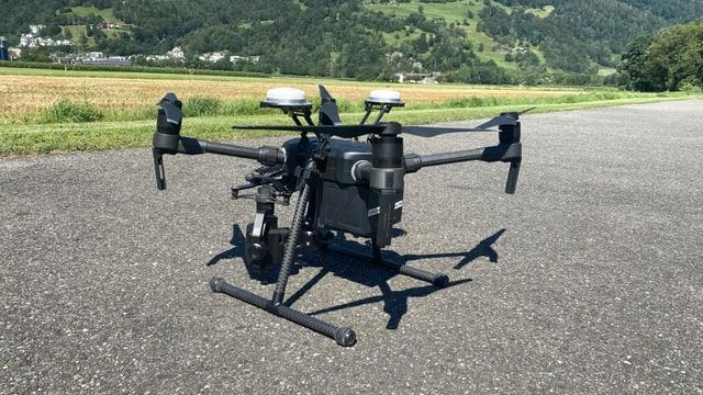 La drona gronda da la Polizia chantunala giun plaun.