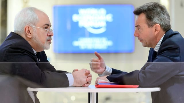 Peter Maurer spricht am WEF mit dem iranischen Aussenminister Javad Zarif.