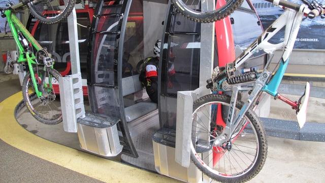 Biker in Bahnen