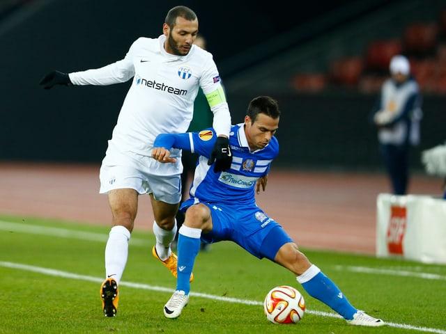 Yassine Chikhaoui kommt nicht an den Ball.