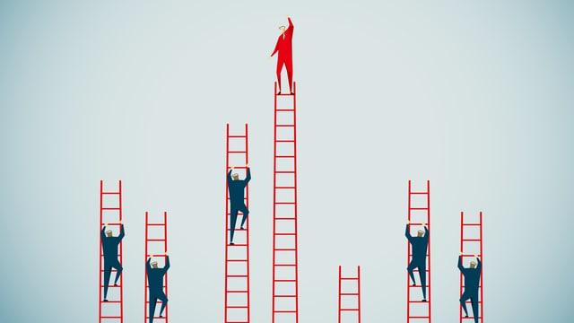 Menschen klettern nebeneinander Leitern hoch,