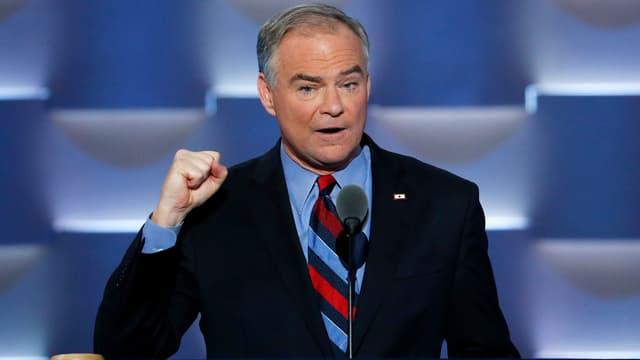 Il candidat dals democrats per il vicepresidi american, Tim Kaine, durant ses pled a Philadelphia.