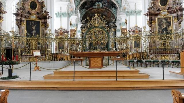 Der Altarraum in der Kathedrale St. Gallen
