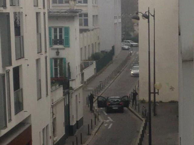 Amateur-Bild, dass Schusswechsel zwischen Terroristen und Polizei zeigt.