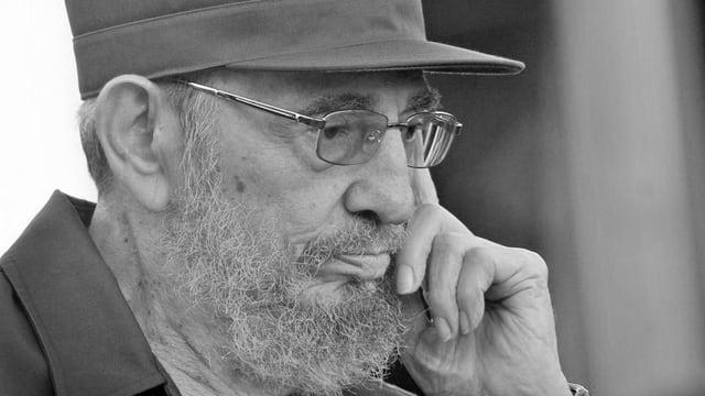 Purtret da Castro en alv e nair.