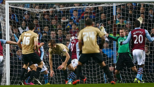 Bradford räumt Aston Villa aus dem Weg.
